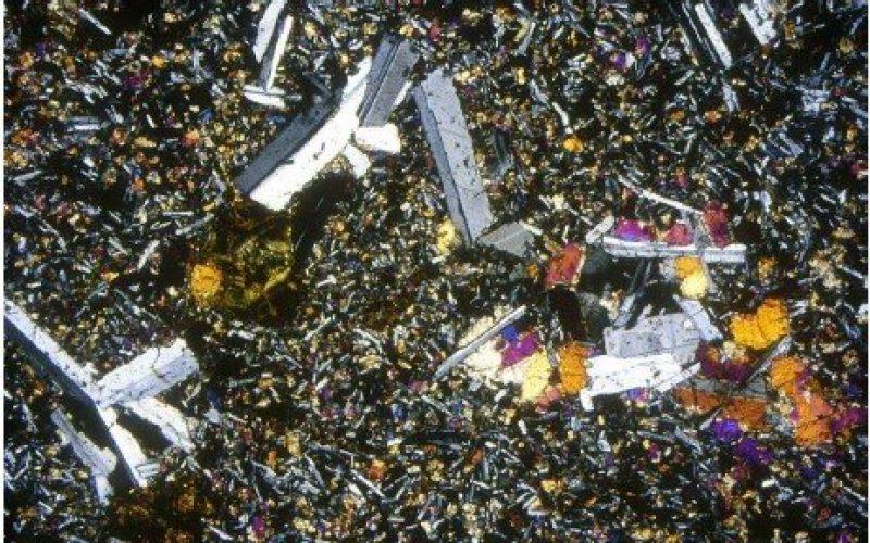 Engma 10 resolved : Rocks in powder