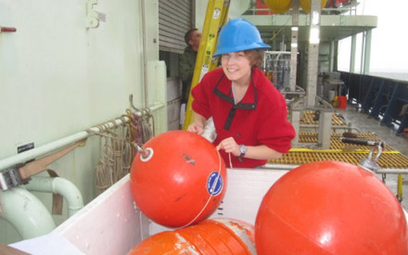 Student scientist Amalia determines buoyancy