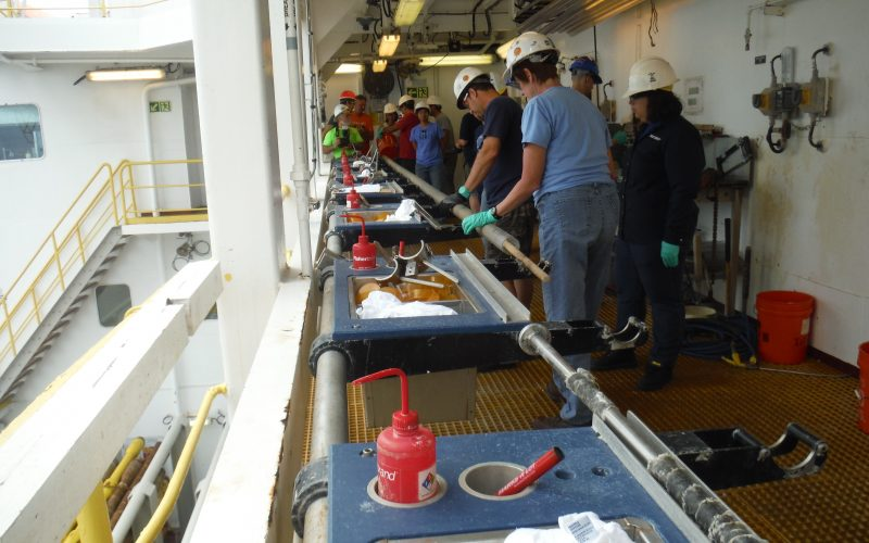 Exp359. 19th Oct. The JOIDES Resolution is on the 1st drilling site: suite !!